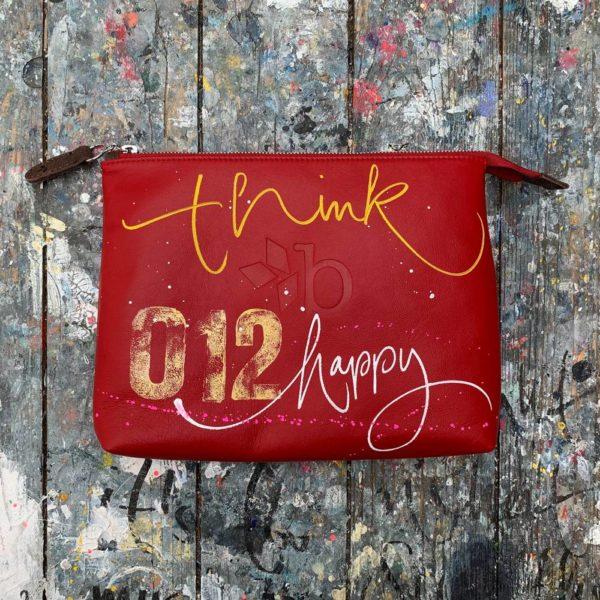 \tsclient- Produkte Shop DatenbankCollectionsSoulmate Edition12-BORGWARD COSMETIC BAG MEDIUM – THINK HAPPY BE HAPPY NO. 01212-JeanninePlatz-Edition2-65-1000x1000.jpg